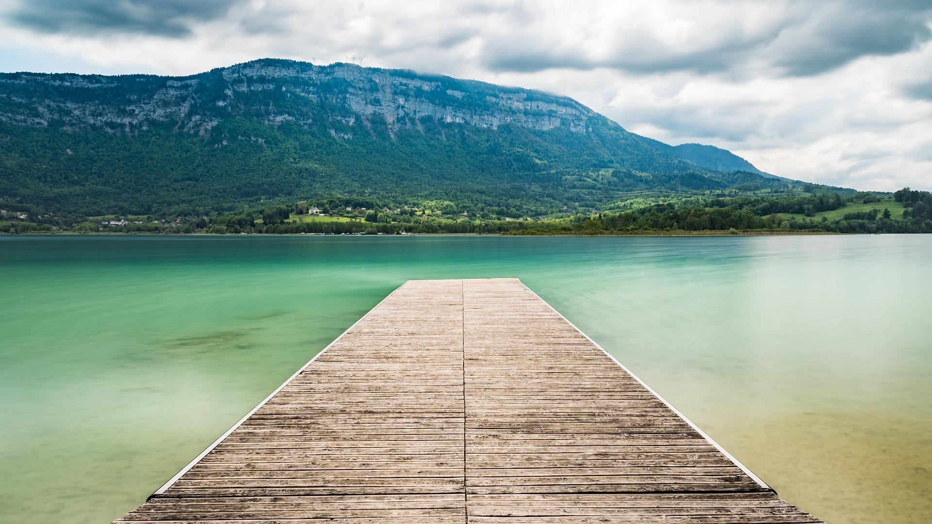 Vue depuis le lac Lac d'Aiguebelette activités séminaire